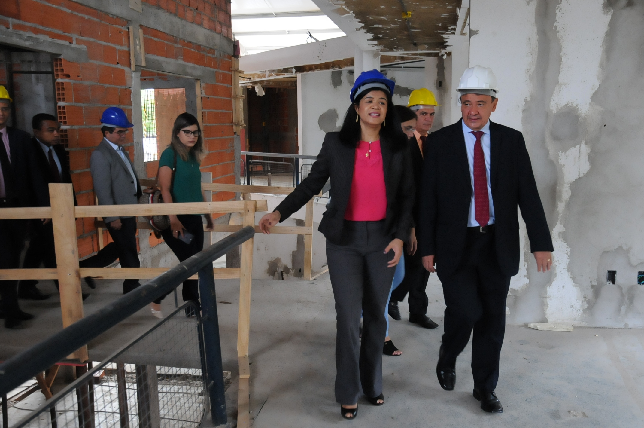 governador visita obra da nova defensoria pública do Piauí