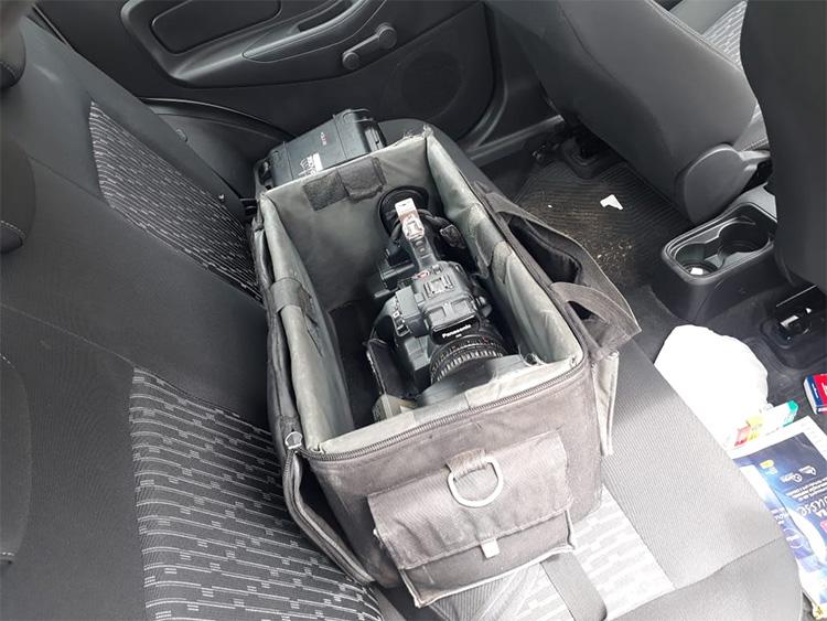 assaltantes roubam veículo da tv antena 10