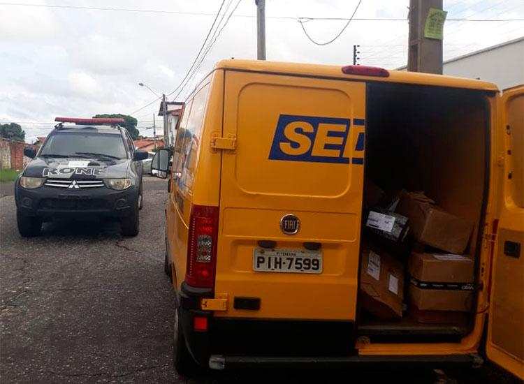 carro dos correios é levado em Teresina