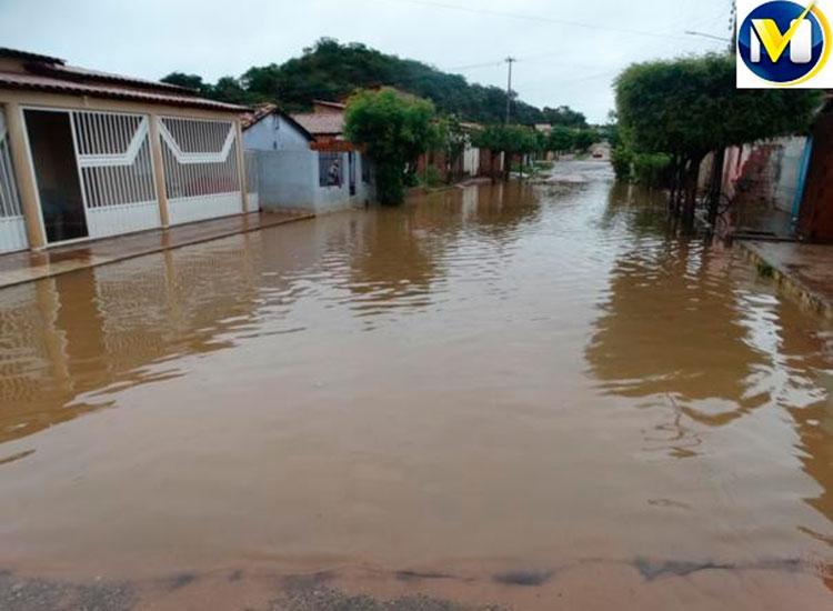 Rio transborda em Oeiras