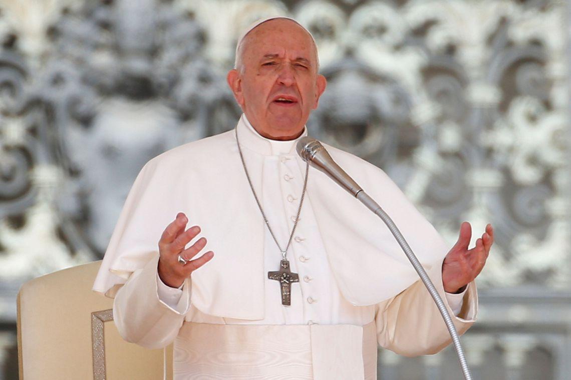 Papa Francisco assina documento que torna obrigatório denunciar abuso sexual cometido por religiosos
