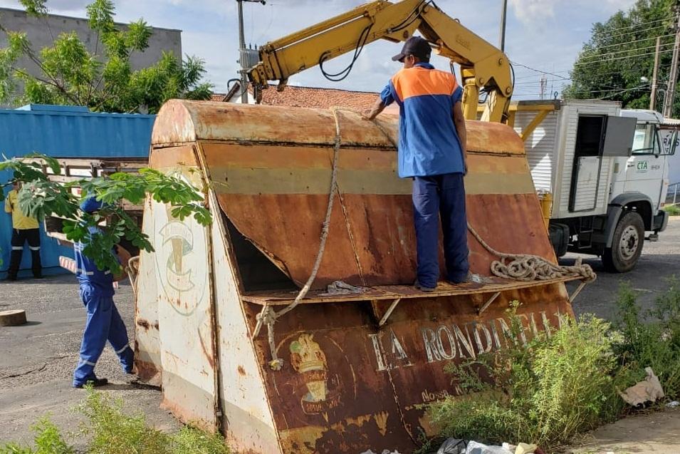 prefeitura de Teresina recolhe cavaletes e recolhe trailers irregulares